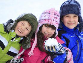 Чем занять ребенка на прогулке зимой