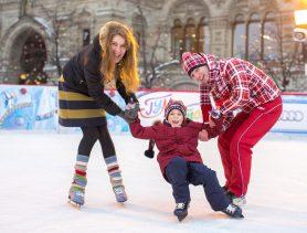 где покататься на коньках в Москве