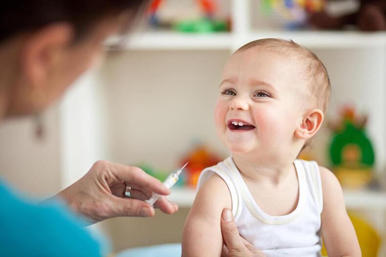 Прививки детям: за или против